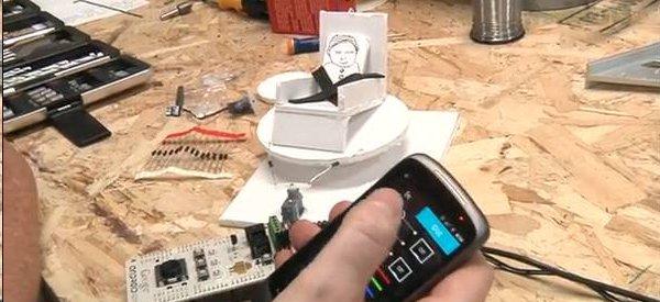 DIY : Bercer un bébé comme dans une voiture avec l'Arduino ADK
