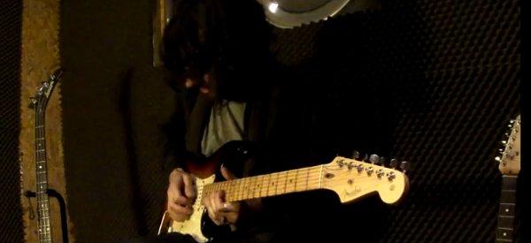 Le thème d'Angry Birds joué à la guitare électrique