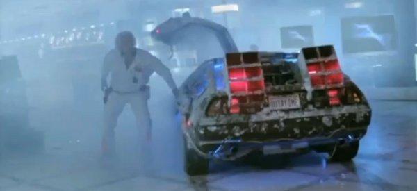 """Une publicité pour Garbarino avec le Doc de """"Retour vers le futur"""" et sa DeLorean."""