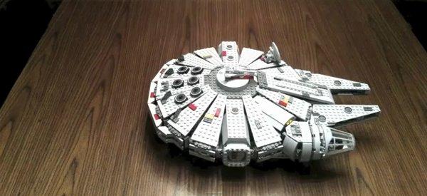 Vidéo : Timelapse du montage du Falcon Millenium de Star Wars en Lego