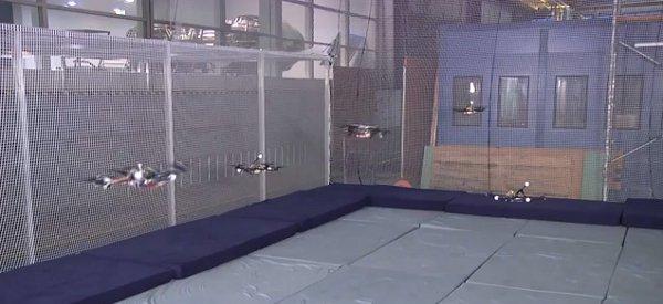 Armageddon : La nouvelle danse synchronisée avec cinq Quadrocopters