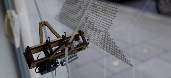 Der Kritzler : La machine qui dessine sur les vitres