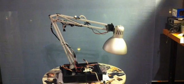 La lampe de Pixar IRL fabriqué avec une lampe Ikea et un Arduino