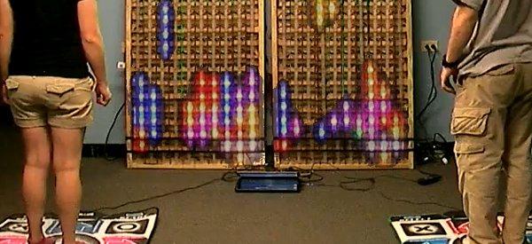 Mashup : Jouer à Tetris avec un tapis DDR et une matrice de LED Géante