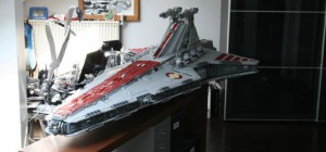 Star Wars : Une reproduction géante du vaisseau spatial Venator Class Star Destroyer en LEGO