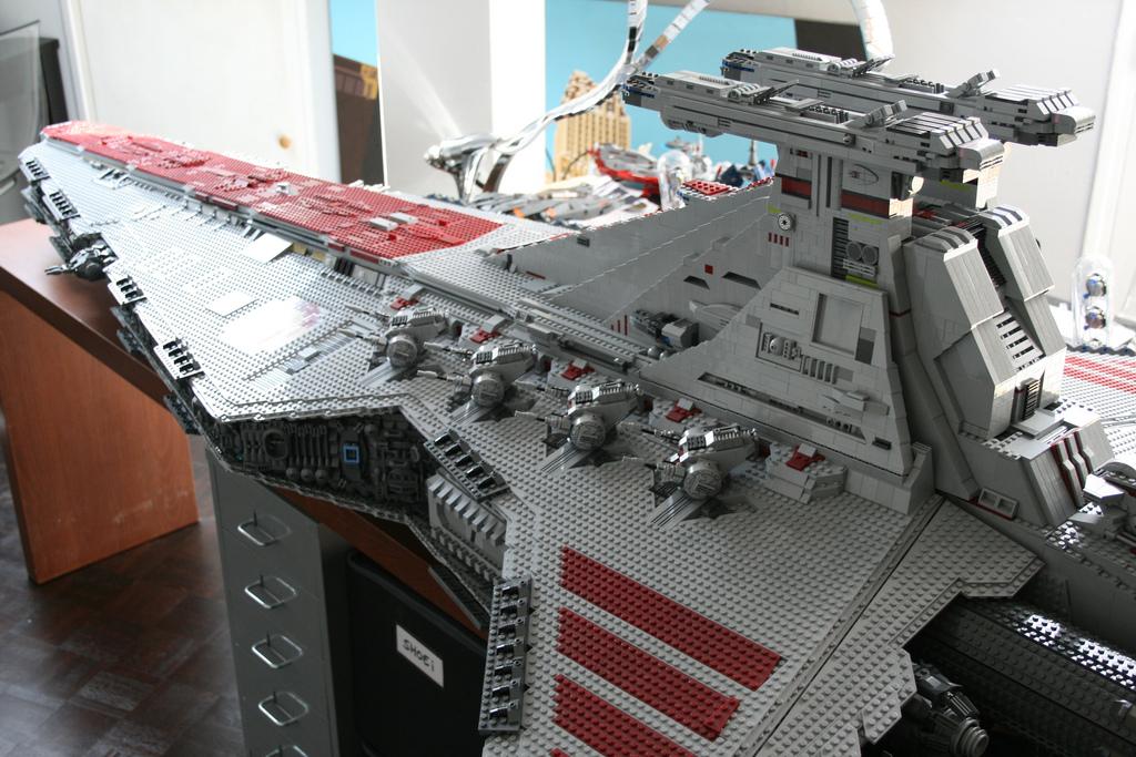 star wars une reproduction g ante du vaisseau spatial venator class star destroyer en lego. Black Bedroom Furniture Sets. Home Design Ideas