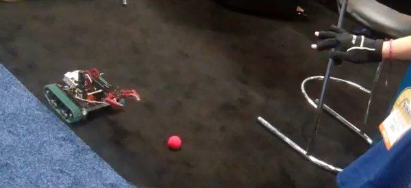 AcceleGlove : Le gant à accéléromètres qui contrôle les robots