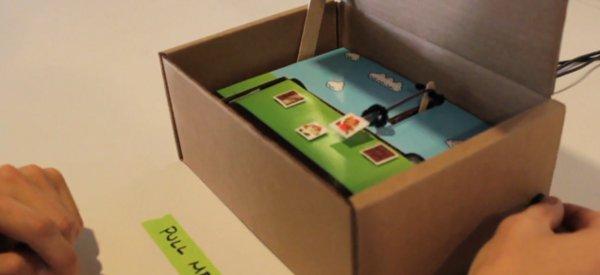 Une console de jeu en carton pour jouer à Mario avec un Teagueduino