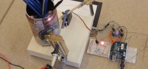 Arduino Chain Reaction : Une machine de Rube Goldberg gérée avec des Arduinos