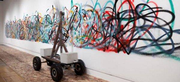 Senseless Drawing Bot : Un robot qui réalise des graffitis insensés