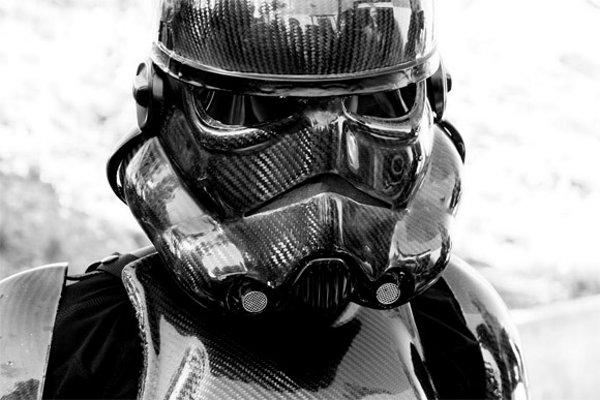 Carbon Fiber Stormtroopers : Un costume de StromTrooper en fibre de carbone