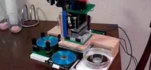 Un copieur de CD autonome fabriqué avec des LEGO et Arduino