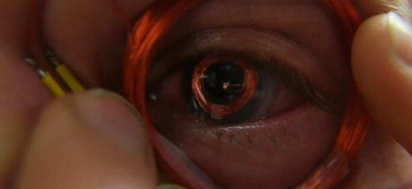 DIY : Fabriquer un oeil de Terminator IRL avec une LED et des lentilles de contact