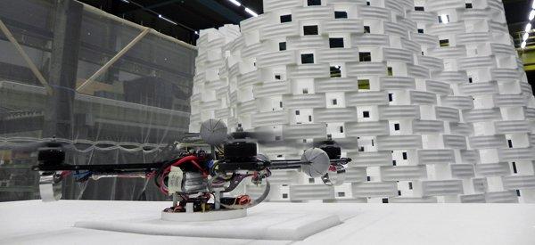 Les quadrocoptères de l'ETH de Zurich fabriquent une tour de 6 mètres
