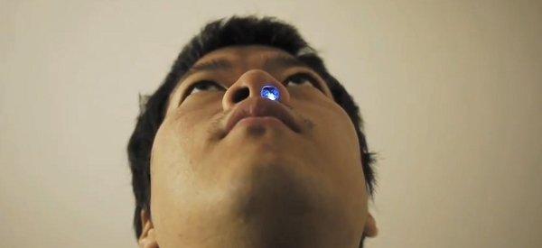 Un petit montage électronique à mettre dans le nez qui visualise votre respiration avec une LED