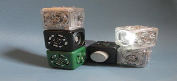 Cubelets : un kit de construction de robots modulaires avec des cubes magnétiques
