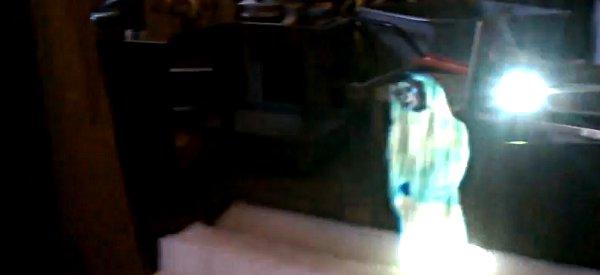 DIY : L'hologramme de la Princesse Leia reproduit IRL