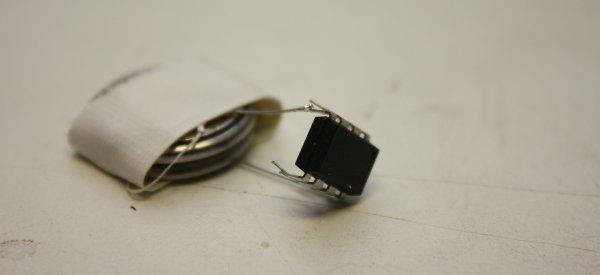 """DIY : Un transmetteur FM avec seulement 2 composants pour """"Rickroller"""" la radio"""