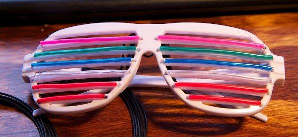 DIY : Une paire de lunettes Shutter Shades avec un equalizer à EL wires intégrées