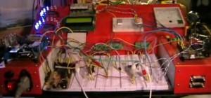 The Ultimate Breadboard : Une installation de prototypage amateur vraiment énorme