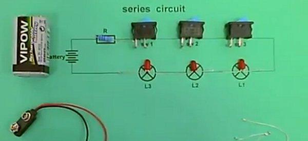 Electronique : Un bien curieux montage avec 3 LED en série