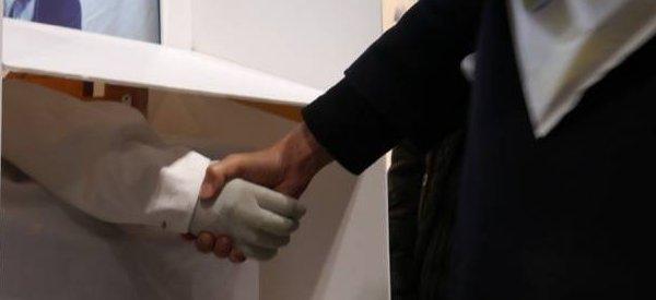 Télé-présence : Une main robotisée dédiée à la communication
