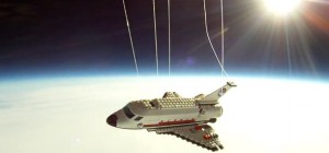 Vidéo : Une navette spatiale en LEGO dans l'Espace