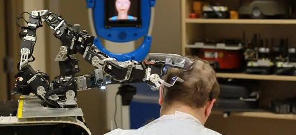 WTF : Le robot piloté à distance qui vous rase la tête
