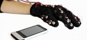 Mobile Lorm Glove : Un moyen de communication pour les personnes sourdes et aveugles