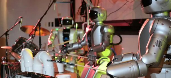 The Hubos : Un groupe de musiciens robots qui interprète Come Together