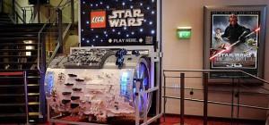 Un orgue de Barbarie géant en LEGO jouant le thème de Star Wars