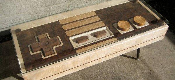 Une magnifique table basse en bois sur le design d'un contrôleur de NES