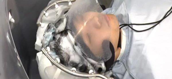 Head Care Robot : Le robot qui vous lave les cheveux en phase de test dans un salon de coiffure