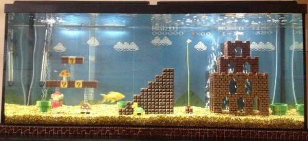 Un décor d'aquarium sur le thème de Super Mario Bros