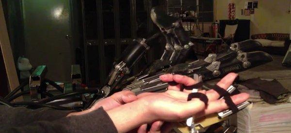Une vidéo de la main du robot Mecha Vaudeville