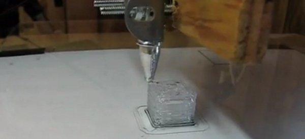 DIY : Une imprimante 3D réalisée avec un pistolet à colle