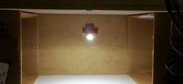 LevLight : Une ampoule alimentée par induction qui lévite dans les airs