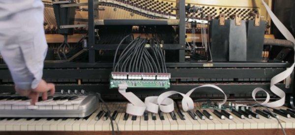 Stanley  : le piano connecté à Twitter qui joue des morceaux à la demande