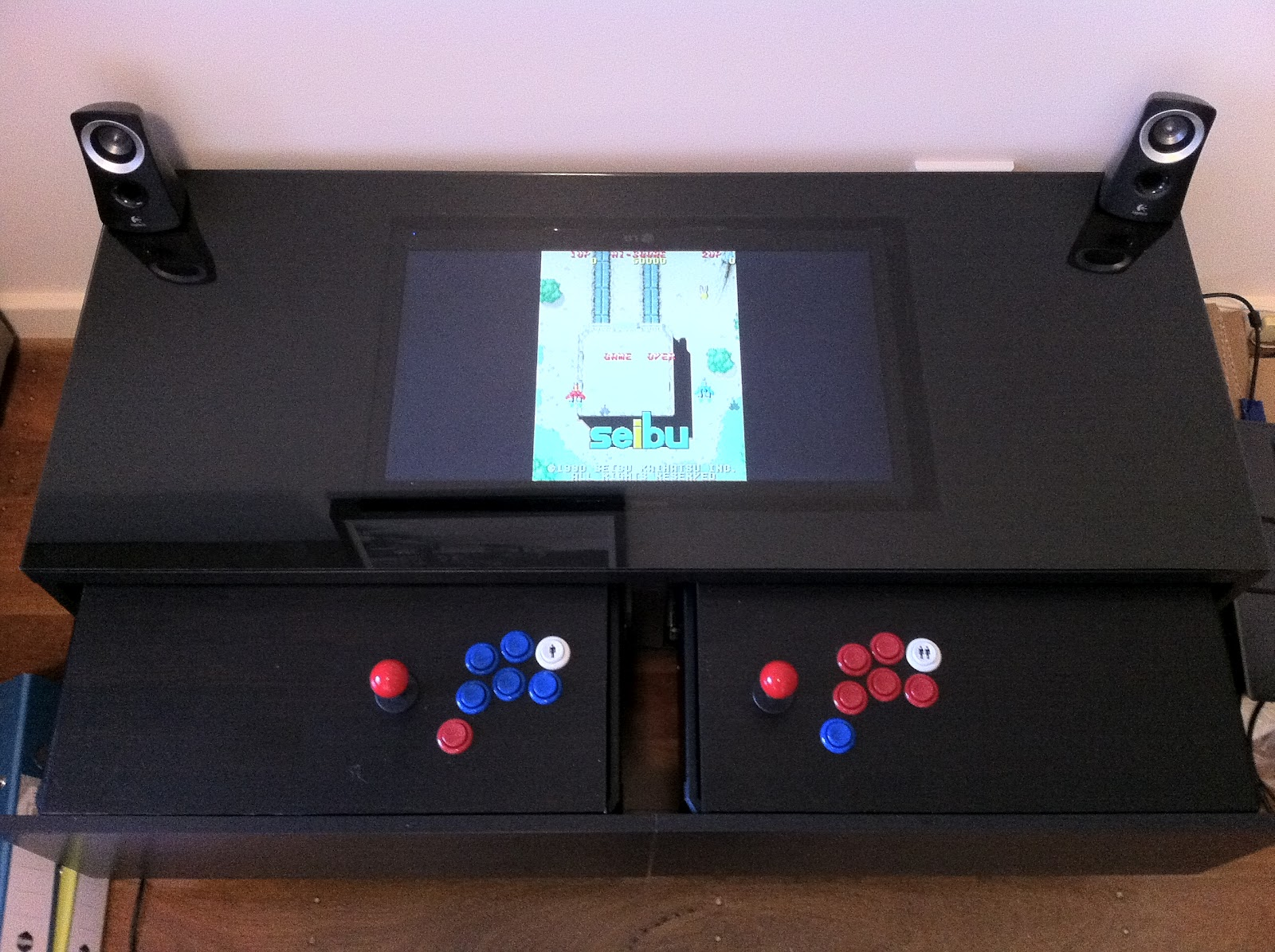 Diy transformer une table basse ikea en borne d 39 arcade for Ikea table d arcade