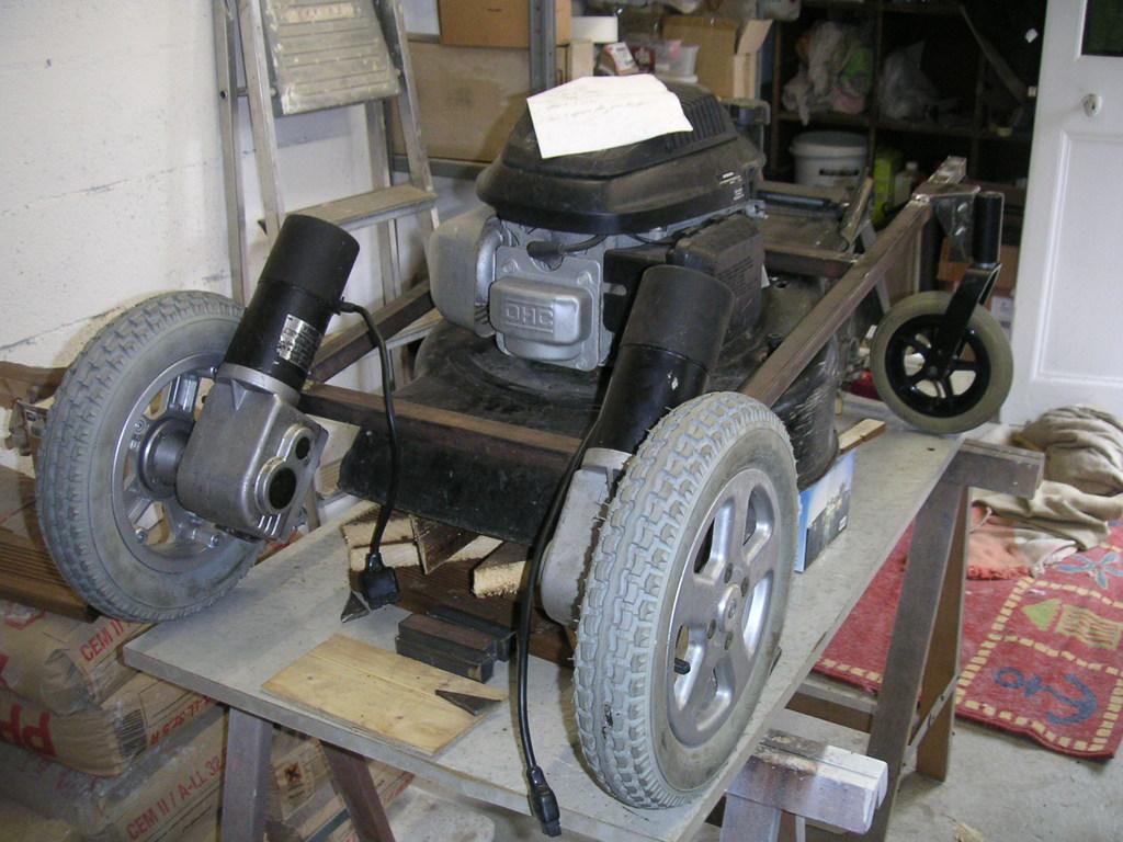 diy fabrication d une tondeuse thermique radio command 233 e semageek
