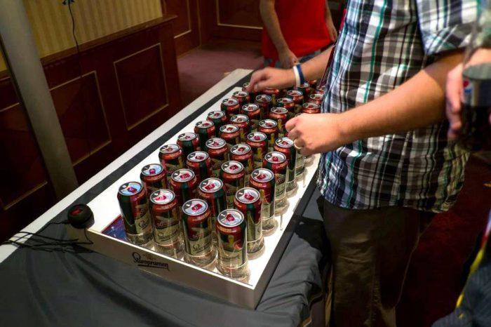 Un clavier réalisé avec 44 boites de bières et un arduino