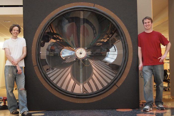 Un haut-parleur géant réalisé sur le modèle de celui de Retour vers le Futur
