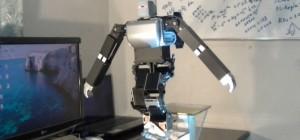 Wow : Un robot funanbule qui est capable de marcher sur un cable tendu