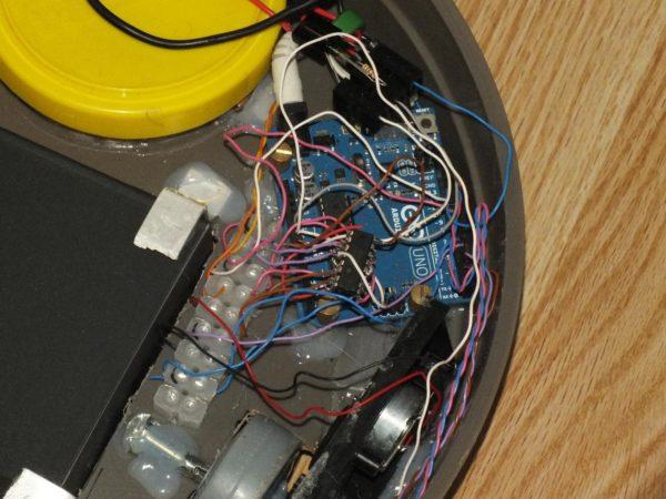 diy fabriquer un robot balai a base arduino 02 600x450 DIY : Fabriquer un robot balai