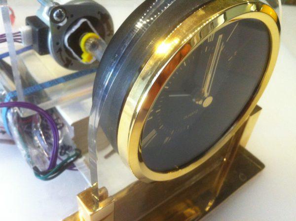 hack-transformer-une-horloge-analogique-en-voltmetre-01