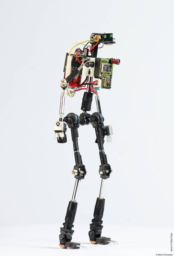 project-r3bots-des-robots-realises-avec-des-elements-electroniques-recycles-03