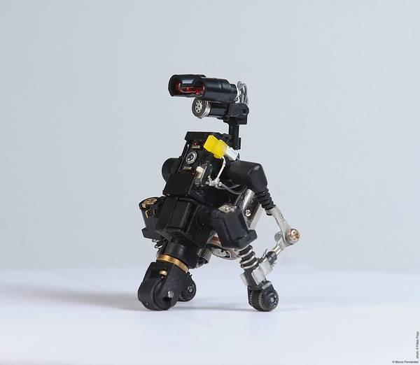 project-r3bots-des-robots-realises-avec-des-elements-electroniques-recycles-04
