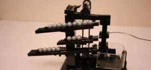 Une horloge à billes fabriquée en LEGO