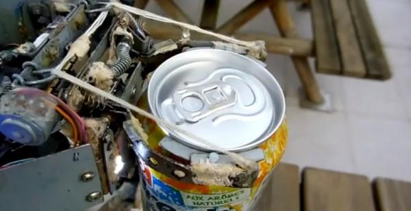 roboarna-comment-voler-des-canettes-dans-un-distributeur-automatique-avec-un-robot
