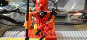 Tao Mata Band : Des robots LEGO Bionicle assistés par Arduino qui jouent des percussions